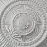 Weißer Stuck Gestaltungsplasterwork gewundener abstrakter Fractal-Musterhintergrund Gipszusammenfassungsspiraleneffekt-Hintergrun Stockfoto