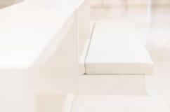 Weißer Stuhl ist zufällig Lizenzfreies Stockfoto