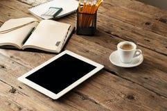 Weißer Tablet-Computer mit einem leeren Bildschirm Lizenzfreies Stockfoto