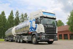 Weißer Tankwagen Scanias R730 Euro-6 Lizenzfreies Stockbild