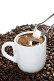 Weißer Tasse Kaffee- und Zuckerklumpen Stockfotos