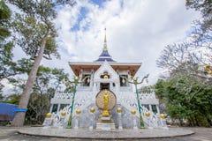 Weißer Tempel im yasothon Thailand Lizenzfreie Stockfotos