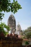 Weißer Tempel mit klarem blauem Himmel Stockbilder