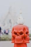 Weißer Tempel nahe durch Chiang Rai, Thailand Stockfotografie