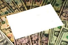 Weißer Textbereich auf einem Hintergrund von US-Währung Stockfoto