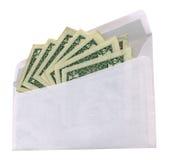 Weißer Umschlag mit Dollar auf weißem Hintergrund, Stockfotografie