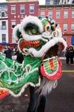 Weißer und grüner chinesischer Löwe Stockbilder