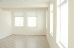 Weißer und heller Innenraum Stockfotos