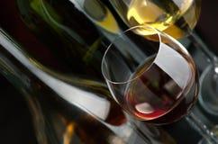 Weißer und Rotwein Stockbild