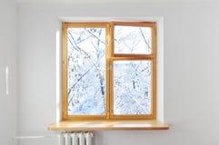 Weißer Wandwinter des Fensters draußen Stockfotografie