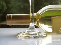 Weißer Wein draußen Lizenzfreies Stockfoto