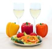 Weißer Wein und frische Veggies Stockbild