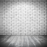 Weißer Ziegelsteinraum mit hölzernem Boden lizenzfreie abbildung