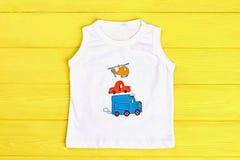 Weißes ärmelloses T-Shirt des Babys Lizenzfreie Stockfotografie