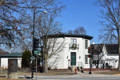 Weißes Achteck-geformtes Haus in Decorah, Iowa Lizenzfreie Stockbilder