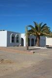 Weißes Adobe-Wüsten-Haus Stockfotos