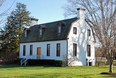 Weißes aufbauendes Gambrel Dach Stockfotografie