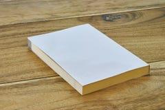 Weißes Aufkleberbuch mit flacher Abdeckung Stockfotos