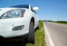 Weißes Auto Lizenzfreie Stockbilder