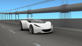 Weißes Auto auf Fahrbahn Stockfotografie