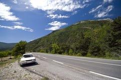 Weißes Auto in französischer Provence Lizenzfreies Stockbild