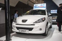 Weißes Auto Peugeots 207 Lizenzfreies Stockbild