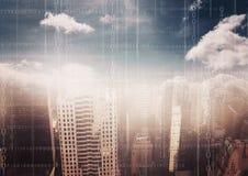 Weißes binär Code gegen undeutliche Skyline mit Wolken stock abbildung