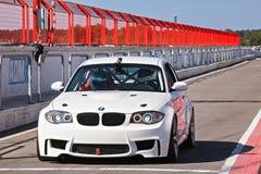 Weißes BMW auf pitlane- 27. August lizenzfreie stockfotos