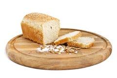 Weißes Brot mit Scheiben Stockfotografie