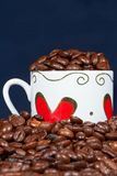 Weißes Cup mit Inneren und Kaffee. Lizenzfreies Stockfoto