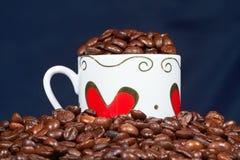 Weißes Cup mit Inneren und Kaffee. Stockfoto