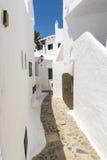 Weißes Dorf Binibeca-Gasse, Menorca, Spanien Lizenzfreies Stockfoto