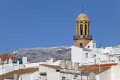 Weißes Dorf Competa und Kirche, Andalusien, Spanien Lizenzfreie Stockbilder