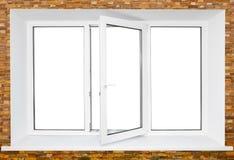 Weißes dreifaches Türplastikfenster auf Backsteinmauer Lizenzfreie Stockfotografie