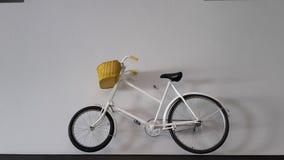 Weißes Fahrrad stockfotos