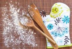 Weißes floar auf dem Küchentisch Lizenzfreies Stockfoto