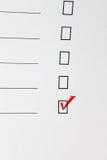 Weißes Formular mit einer roten Markierung Lizenzfreie Stockfotografie