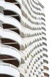 Weißes Gebäude. lizenzfreie stockfotografie