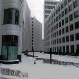 Weißes Gebäude auf einem weißen Hintergrund stockfotografie