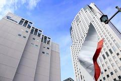 Weißes Gebäude und klarer Himmel Lizenzfreies Stockfoto