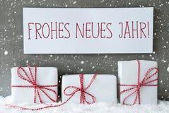 Weißes Geschenk mit Schneeflocken, Neues Jahr bedeutet neues Jahr Stockfoto