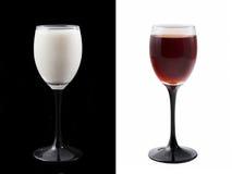 Weißes Glas und schwarzes Glas Stockfotos