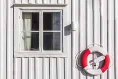 Weißes hölzernes Haus Stockfotografie