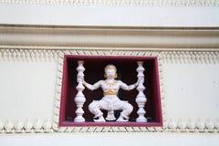 Weißes Hanuman verziert im thailändischen Tempel Stockbilder