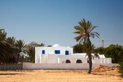 Weißes Haus in der arabischen Art stockfotografie