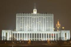 Weißes Haus in der Nacht stockbilder