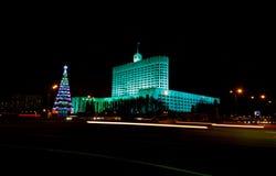 Weißes Haus in Moskau-Nacht stockfotos