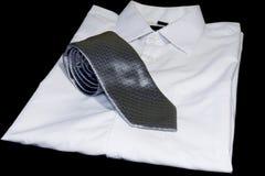 Weißes Hemd mit Bindung Lizenzfreies Stockfoto