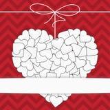 Weißes Herz auf einer roten Hintergrundschablone Lizenzfreie Stockbilder