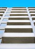 Weißes Highrisegebäude Stockbilder